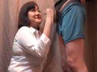 どこまでできるのか?!試着室で熟女店員にちんぽをぼろんと出して裾上げをお願いしてみよう! Part2