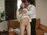 拒絶する上司の肉棒で身体を貫かれた人妻は何度もイってしまう