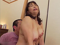 娘の入院中に娘婿の肉棒にすがりつく未亡人義母の中出しセックス!